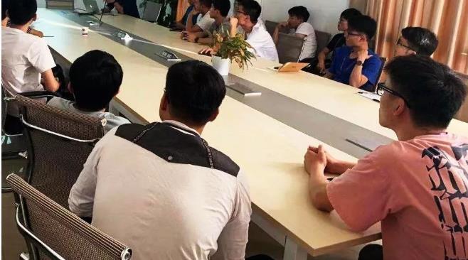 吴双力博士为紫鲸技术团队定期开展物联网技术培训课程