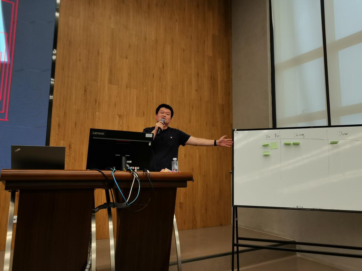紫鲸互联杨甜甜金鑫受邀到深圳技术大学分享授课
